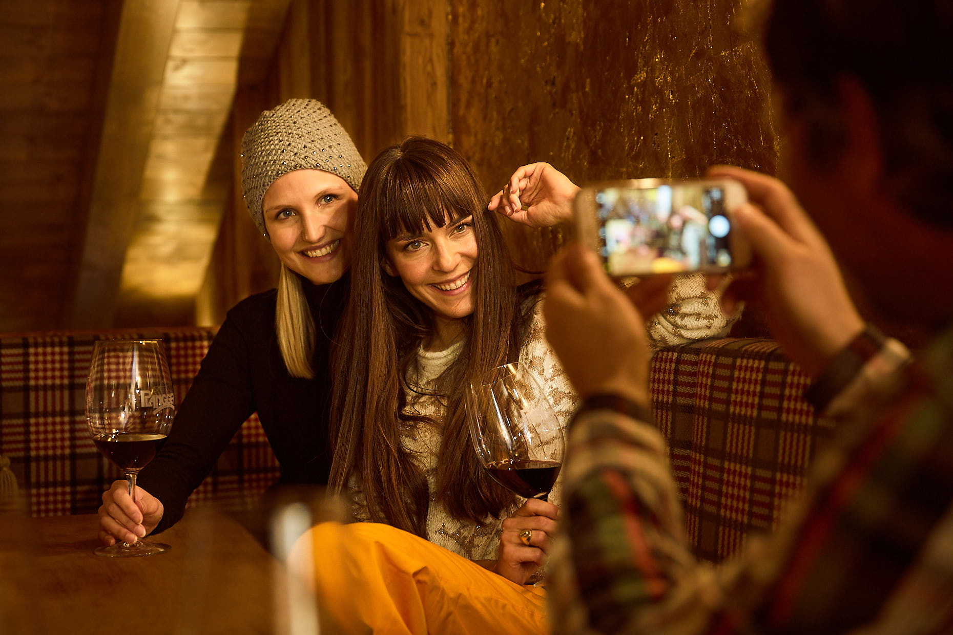 Bar Selfie| Stefan Kuerzi - Tourism Photography
