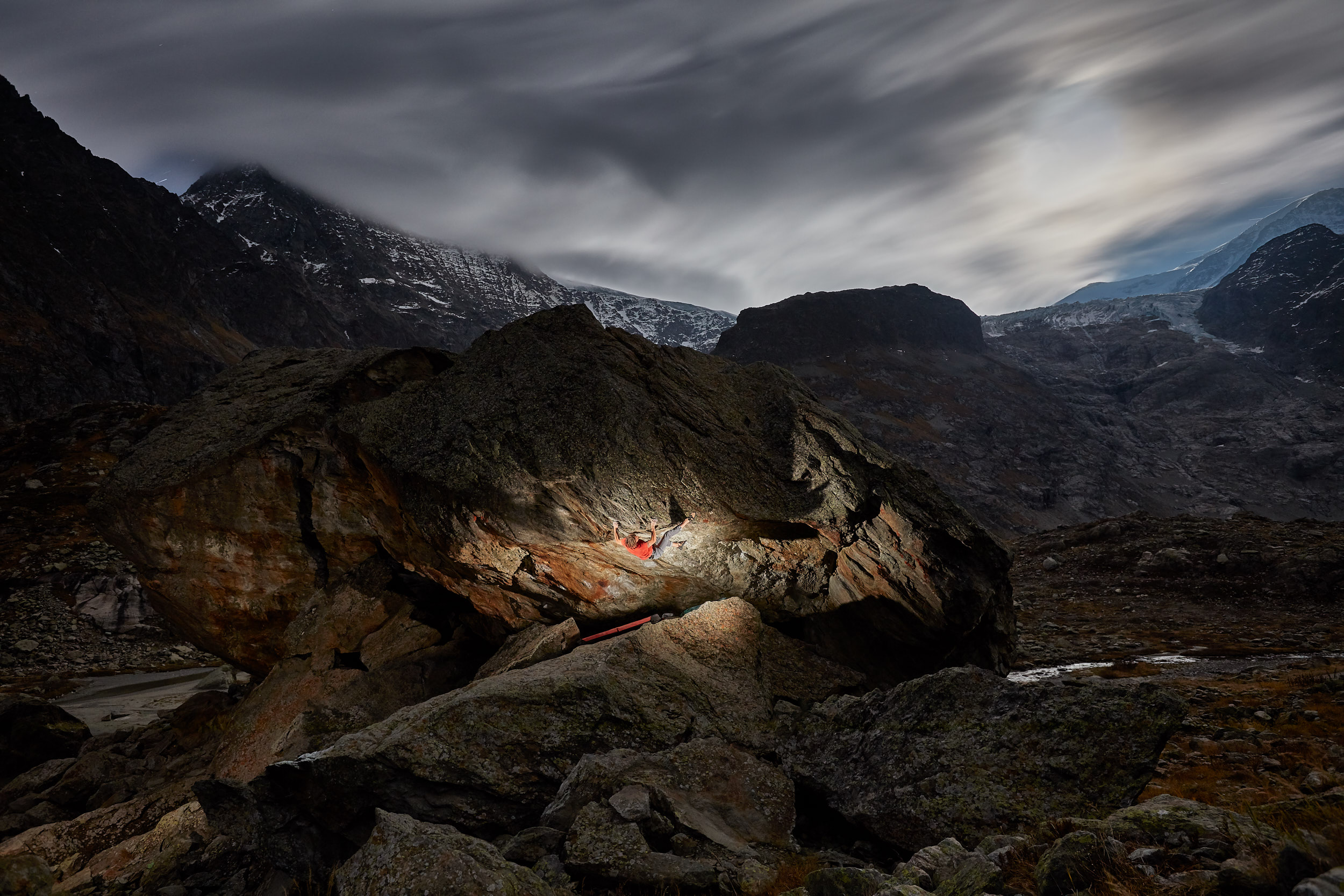 Steingletscher night bouldering  | Stefan Kuerzi - Climbing Photography